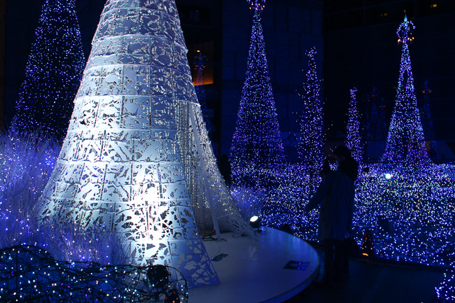 caretta-shiodome-illumination-2016-white-christmas-tree-unseen-japan