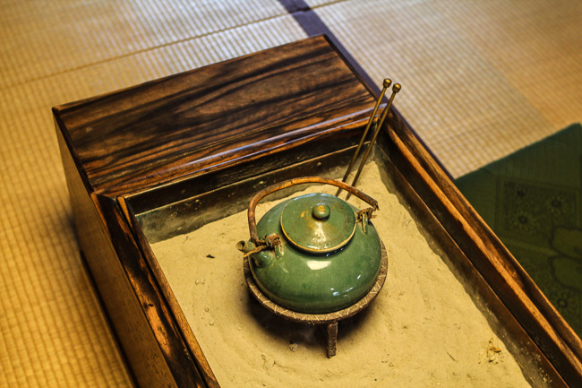 green-old-pot-in-furusato-museum-hino-shiga-unseen-japan